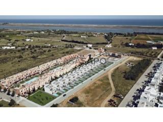 Voir Maison 4 Pièces Avec garage, Luz de Tavira (Luz), Luz de Tavira e Santo Estêvão, Faro, Luz de Tavira e Santo Estêvão à Tavira