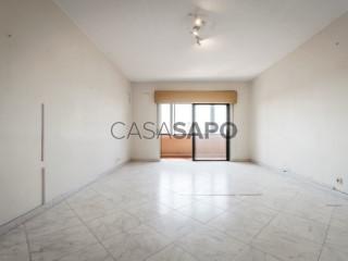 See Apartment 3 Bedrooms, Oeiras e São Julião da Barra, Paço de Arcos e Caxias in Oeiras