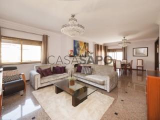 See House 5 Bedrooms Duplex With garage, Centro (Vermoim), Cidade da Maia, Porto, Cidade da Maia in Maia