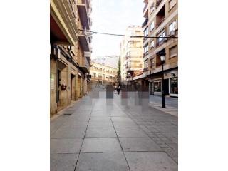 Piso 5 habitaciones  + 1 hab. auxiliar, Canovas, Cáceres, Cáceres