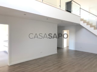 See Apartment 3 Bedrooms Duplex with garage, Corroios in Seixal