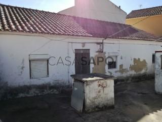 See House 2 Bedrooms with garage, S.P., Santiago, S.M. Castelo e S.Miguel, Matacães in Torres Vedras