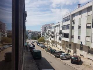 Voir Appartement 4 Pièces, Laranjeiro, Laranjeiro e Feijó, Almada, Setúbal, Laranjeiro e Feijó à Almada