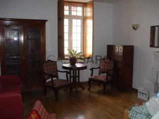 Voir Appartement 3 Pièces Avec garage, Baixa (Santa Cruz), Sé Nova, Santa Cruz, Almedina e São Bartolomeu, Coimbra, Sé Nova, Santa Cruz, Almedina e São Bartolomeu à Coimbra