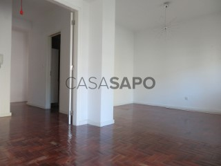See Apartment 3 Bedrooms, Campo de Ourique in Lisboa