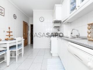 Voir Appartement 4 Pièces avec garage, Alfragide à Amadora