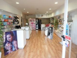 Voir Coiffeur/Salon de Beauté Studio, Vila Nova de Famalicão e Calendário, Braga, Vila Nova de Famalicão e Calendário à Vila Nova de Famalicão
