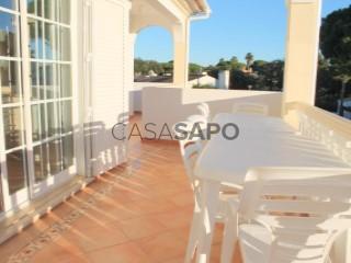 Voir Maison 4 Pièces Duplex +2 avec garage, Albufeira e Olhos de Água à Albufeira