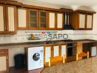 See Apartment 4 Bedrooms, Covilhã e Canhoso in Covilhã