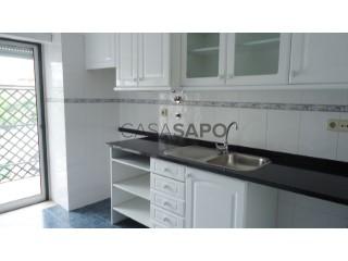 Ver Apartamento T4+1 com garagem, São João Baptista e Santa Maria dos Olivais em Tomar