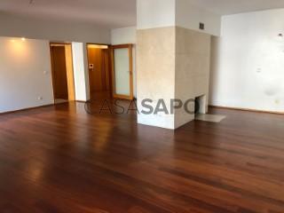 Voir Appartement 5 Pièces avec garage, Azurém à Guimarães