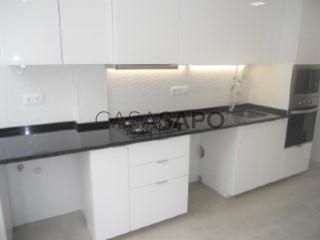Voir Appartement 4 Pièces, Hospital Santa Cruz (Carnaxide), Carnaxide e Queijas, Oeiras, Lisboa, Carnaxide e Queijas à Oeiras