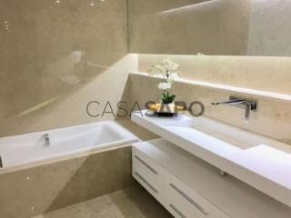 Ver Apartamento T4 com garagem, Oeiras e São Julião da Barra, Paço de Arcos e Caxias em Oeiras