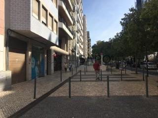 Ver Apartamento T2 Com garagem, Avenidas Novas (São Sebastião da Pedreira), Lisboa, Avenidas Novas em Lisboa