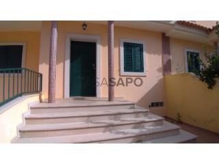 See Terraced House 3 Bedrooms Triplex With garage, Valbom, Alcochete, Setúbal in Alcochete