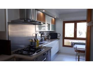 Voir Appartement 4 Pièces avec garage, Santo António dos Cavaleiros e Frielas à Loures