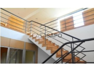 Voir Immeuble de bureaux Avec garage, Esgueira, Aveiro, Esgueira à Aveiro