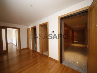 Voir Appartement 4 Pièces avec garage à Viseu