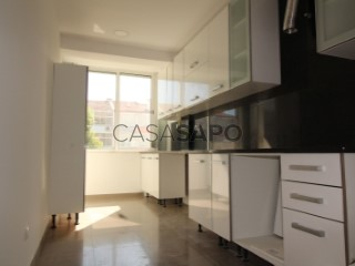 See Apartment 3 Bedrooms, Almada, Cova da Piedade, Pragal e Cacilhas in Almada