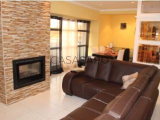 Voir Appartement 4 Pièces Avec garage, Santa Maria de Lamas, Santa Maria da Feira, Aveiro, Santa Maria de Lamas à Santa Maria da Feira