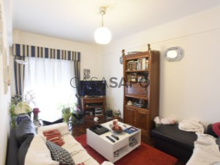 Voir Appartement 4 Pièces Avec garage, Centro (Carnaxide), Carnaxide e Queijas, Oeiras, Lisboa, Carnaxide e Queijas à Oeiras
