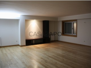 Voir Appartement 5 Pièces, Águas Santas, Maia, Porto, Águas Santas à Maia