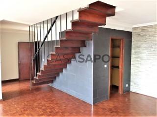 See Duplex 3 Bedrooms Duplex with garage in São João da Madeira