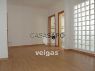 See Apartment 2 Bedrooms, Nossa Senhora do Pópulo, Coto e São Gregório in Caldas da Rainha