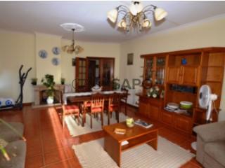 Ver Apartamento T4 com garagem, São Pedro do Sul, Várzea e Baiões em São Pedro do Sul