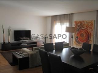 See House 4 Bedrooms in São João da Madeira