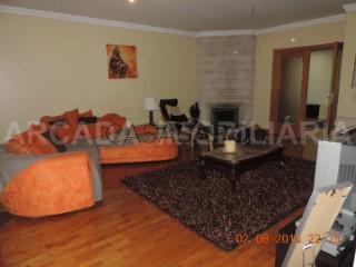 Ver Apartamento T4 Duplex Com garagem, Centro, São João da Madeira, Aveiro em São João da Madeira