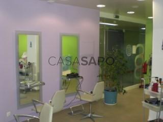 Voir Coiffeur/Salon de Beauté  avec garage, Caldas da Rainha - Santo Onofre e Serra do Bouro à Caldas da Rainha