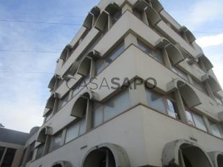 Voir Immeuble de bureaux, Póvoa de Santo Adrião e Olival Basto, Odivelas, Lisboa, Póvoa de Santo Adrião e Olival Basto à Odivelas