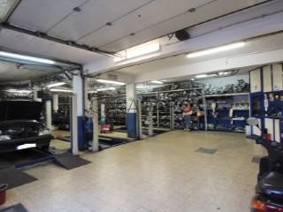 Voir Atelier mécanique, Centro (Venda Nova), Falagueira-Venda Nova, Amadora, Lisboa, Falagueira-Venda Nova à Amadora
