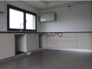 See House 4 Bedrooms Triplex With garage, Santo António dos Olivais, Coimbra, Santo António dos Olivais in Coimbra