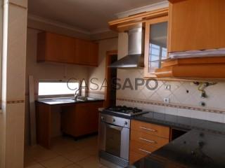 Ver Apartamento T4 Com garagem, Jardim de Baixo  (São Salvador), Cidade de Santarém, Cidade de Santarém em Santarém