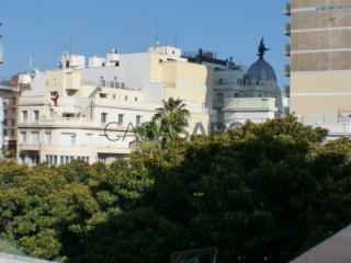 Ver Ático 2 habitaciones + 3 hab. auxiliares Con garaje, Centro, Alicante/Alacant en Alicante/Alacant
