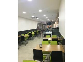 Ver Padaria / Pastelaria  com garagem, Vila de Cucujães em Oliveira de Azeméis