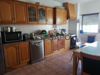 Voir Appartement 3 Pièces Avec garage, Cadaval e Pêro Moniz, Lisboa, Cadaval e Pêro Moniz à Cadaval