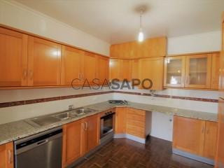 Ver Apartamento 3 habitaciones, Triplex Con garaje, Centro (Cadaval), Cadaval e Pêro Moniz, Lisboa, Cadaval e Pêro Moniz en Cadaval