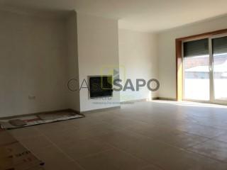 Voir Maison Jumelée 5 Pièces Avec garage, Canelas e Fermelã, Estarreja, Aveiro, Canelas e Fermelã à Estarreja