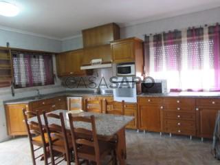 Voir Maison Isolée 5 Pièces avec garage, Paramos à Espinho