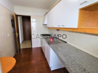 Ver Apartamento T1 com garagem, Santo António dos Cavaleiros e Frielas em Loures