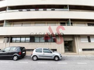 Voir Appartement 5 Pièces avec garage, Costa à Guimarães