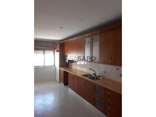 Voir Appartement 4 Pièces avec garage à Castelo Branco