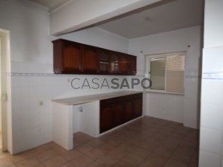 See Apartment 3 Bedrooms, Nossa Senhora do Pópulo, Coto e São Gregório in Caldas da Rainha