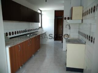 Voir Appartement 4 Pièces, Queluz e Belas, Sintra, Lisboa, Queluz e Belas à Sintra