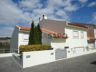 Voir Maison Jumelée 6 Pièces Avec garage, Carnaxide e Queijas, Oeiras, Lisboa, Carnaxide e Queijas à Oeiras