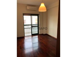See Apartment 2 Bedrooms, Corroios, Seixal, Setúbal, Corroios in Seixal