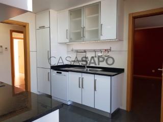 Voir Appartement 3 Pièces Avec garage, Pedrulha (Santa Cruz), Sé Nova, Santa Cruz, Almedina e São Bartolomeu, Coimbra, Sé Nova, Santa Cruz, Almedina e São Bartolomeu à Coimbra